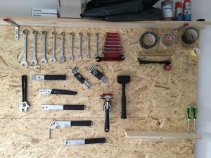 Die ersten Werkzeuge hängen